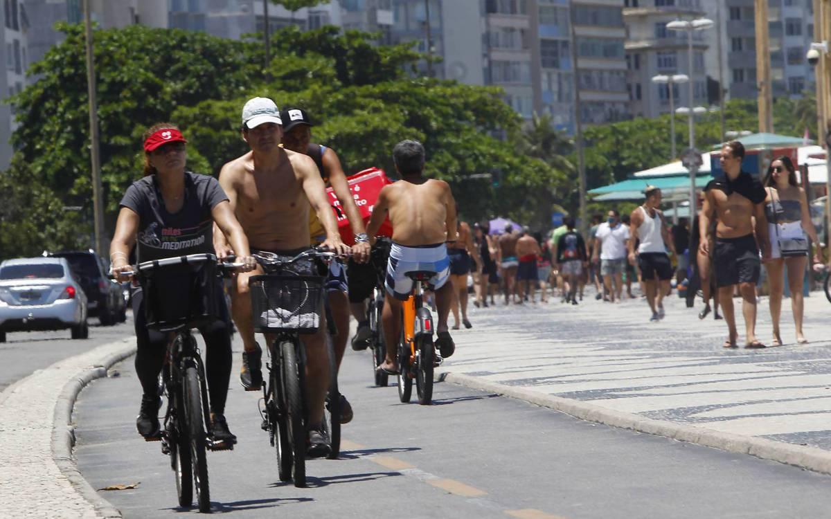 Rio de Janeiro 16/01/2021 - Movimentação na orla de Copacabana. Foto: Luciano Belford/Agencia O Dia - Luciano Belford/Agencia O Dia