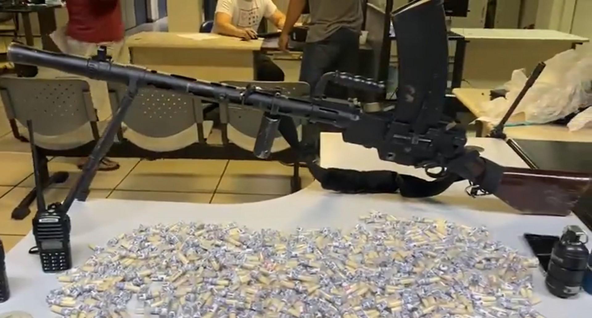 Arma foi apreendida na noite desta sexta - Divulgação / Polícia Militar