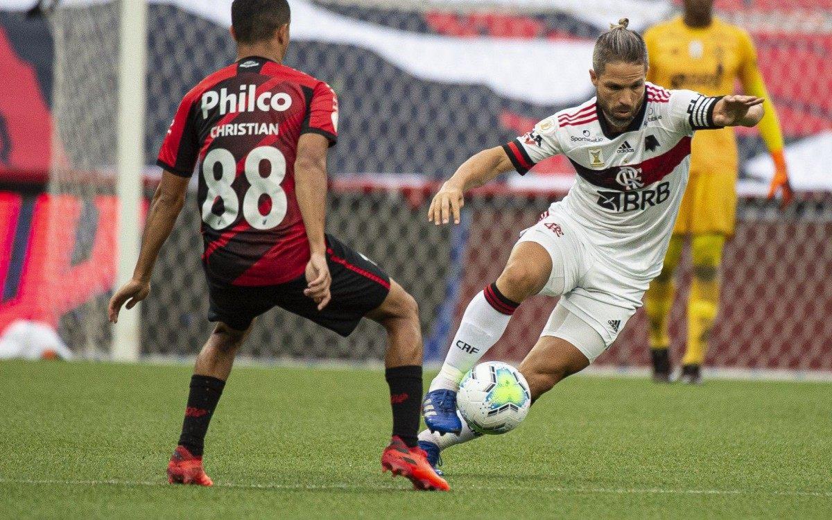 Com a efetivação de Willian Arão na defesa, Diego ganhou a vaga no meio e foi um dos mais lúcidos em campo contra o Furacão - Alexandre Vidal/Flamengo