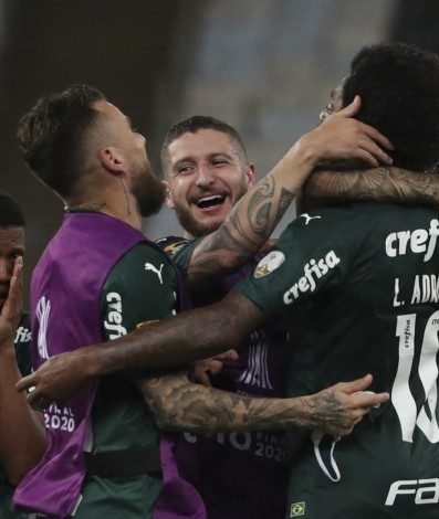 Players of Palmeiras celebrate after winning the Copa Libertadores football tournament by defeating Santos in the all-Brazilian final match at Maracana Stadium in Rio de Janeiro, Brazil, on January 30, 2021. (Photo by RICARDO MORAES / POOL / AFP)