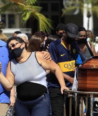 Corpo do motorista foi sepultado na tarde desta quarta-feira