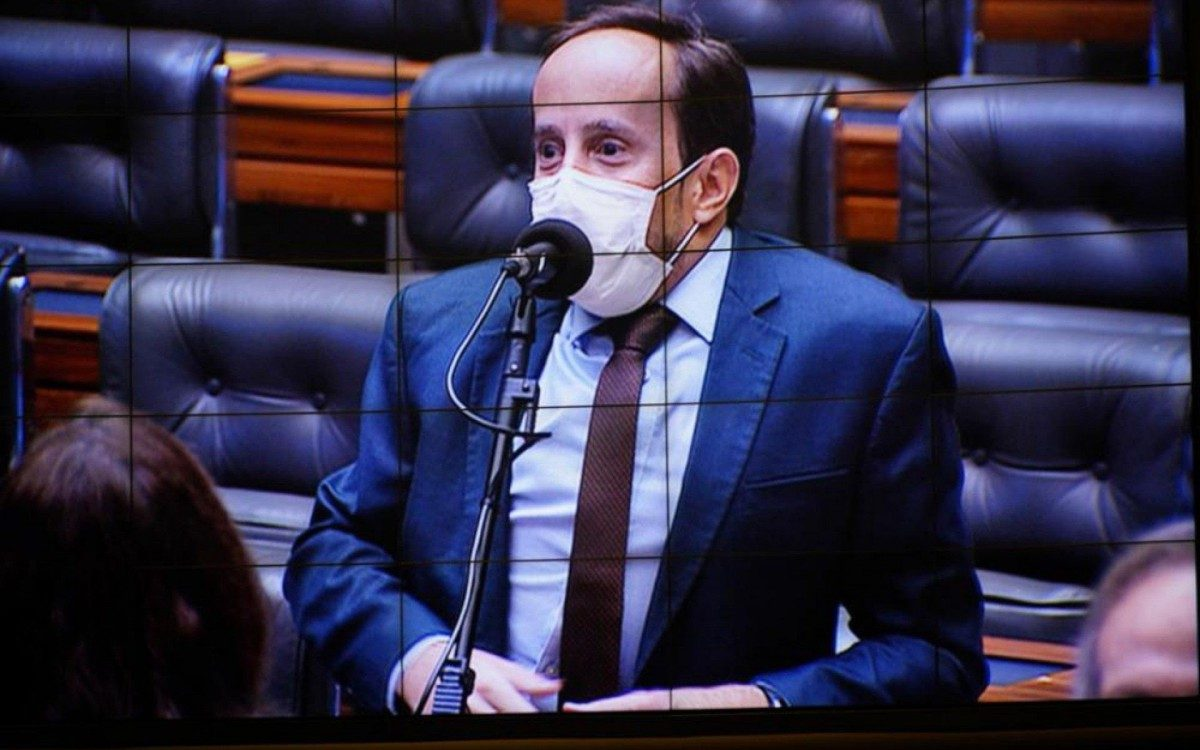 """Deputado Paulo Ganime: """"Redução da jornada possibilitaria economia de R$ 45 bilhões só no âmbito federal"""""""