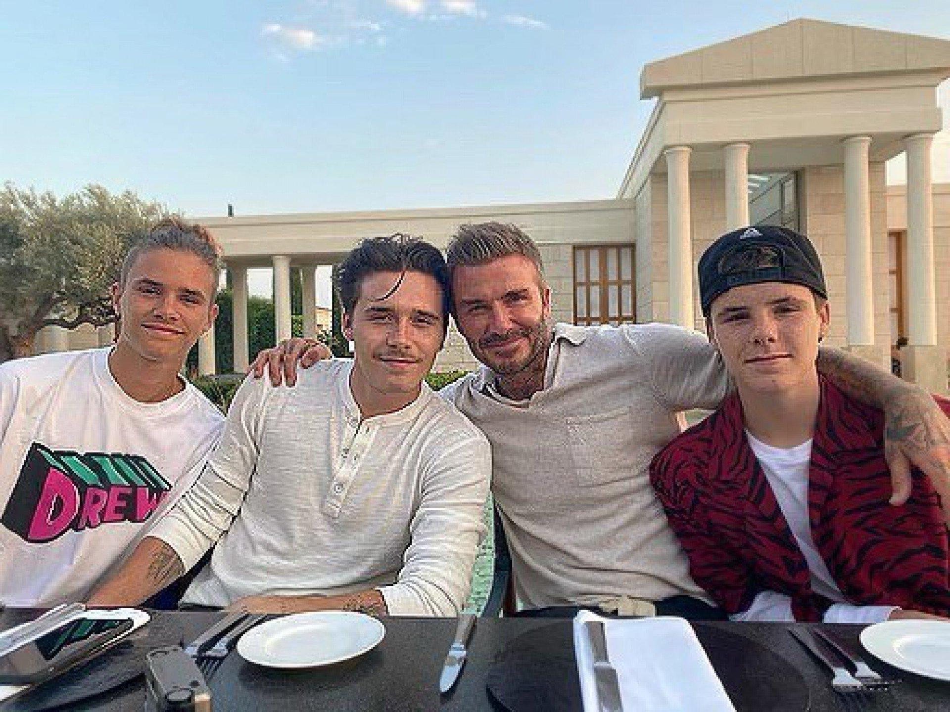 David Beckham e os seus filhos, Romeo, Brooklyn, e Cruz  - Reprodução