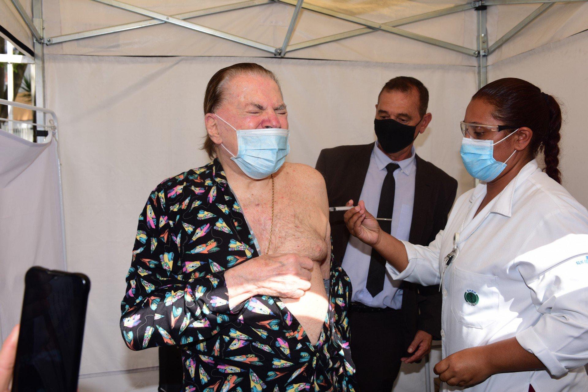 Silvio Santos toma segunda dose - AgNews