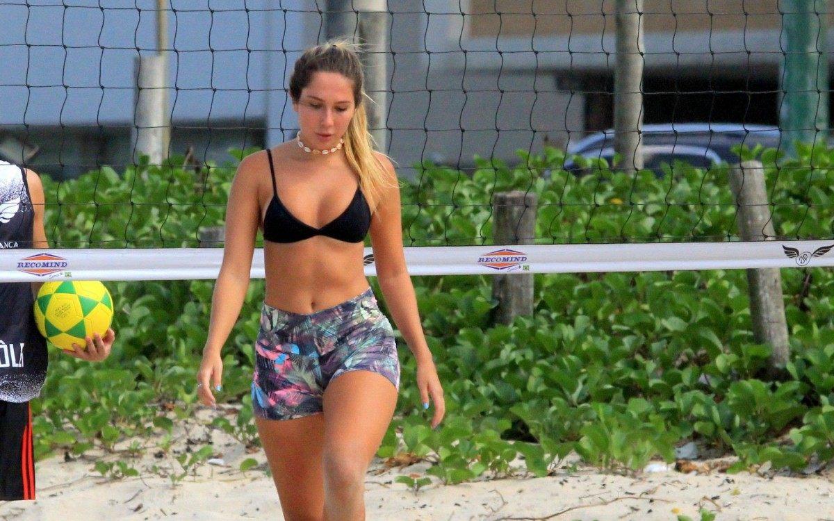 Aline Riscado e Carol Portaluppi treinam futevôlei na Praia de Ipanema, na Zona Sul do Rio
