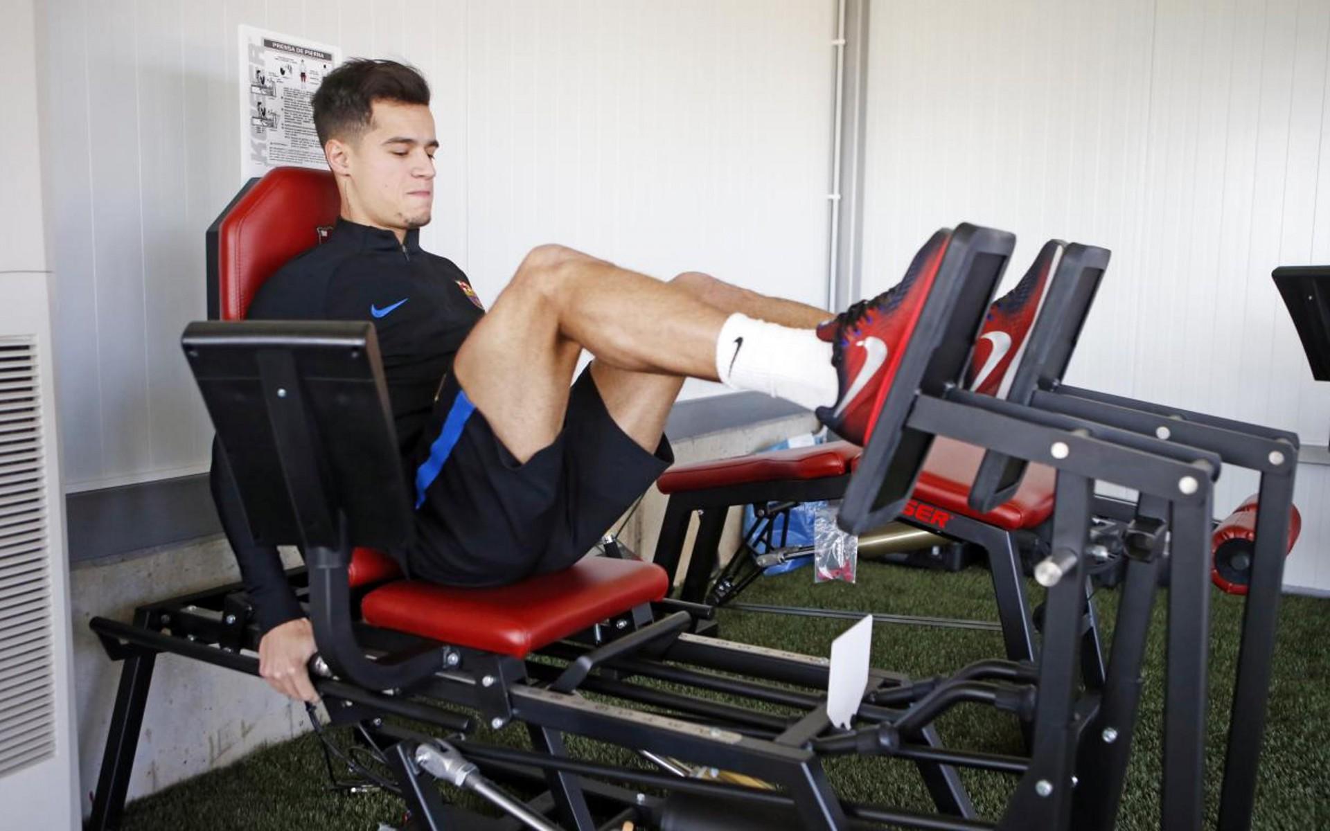 Recuperado de lesão, Coutinho participa de jogo-treino do Barcelona