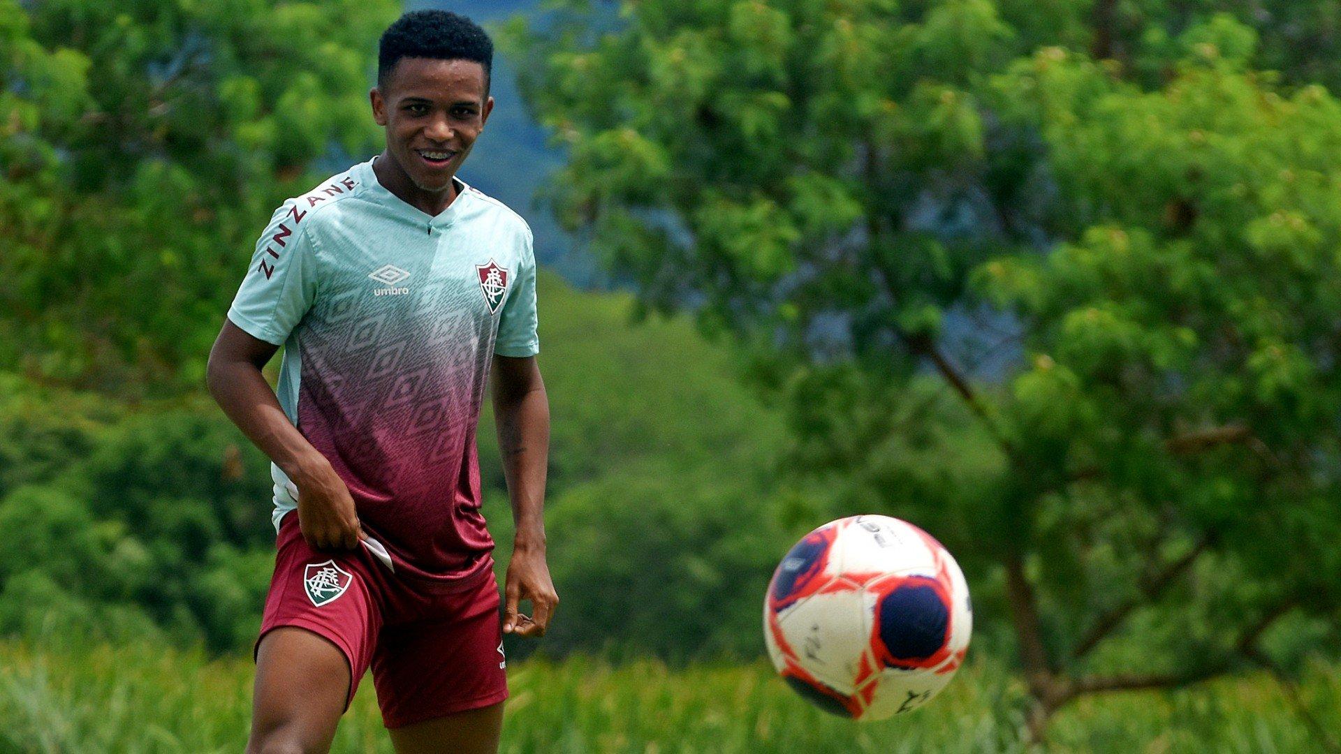 Fora do Fluminense, Kayky revela que sofreu na equipe profissional do clube