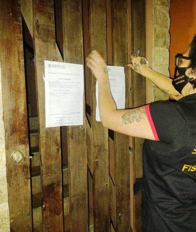 Durante fiscalização em Teresópolis foram aplicadas 22 multas sanitárias, feitas 54 notificações e efetuadas 3 interdições