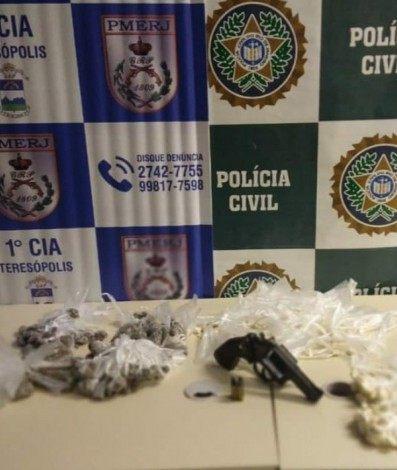 Arma e drogas apreendidas em ação da PM e da Polícia Civil em Teresópolis