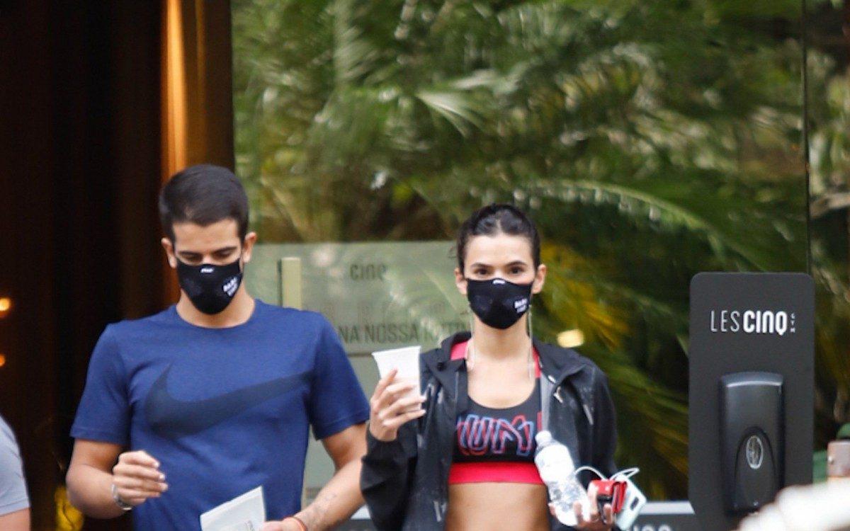 Bruna Marquezine e Enzo Celulari vão à academia de luxo em São Paulo