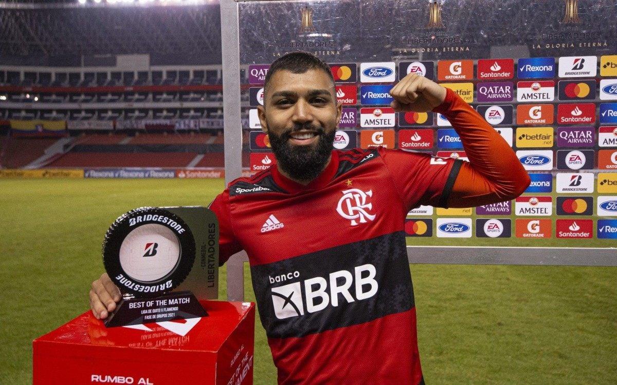 Jornalista diz que atacante do Flamengo está muito acima do palmeirense  Rony