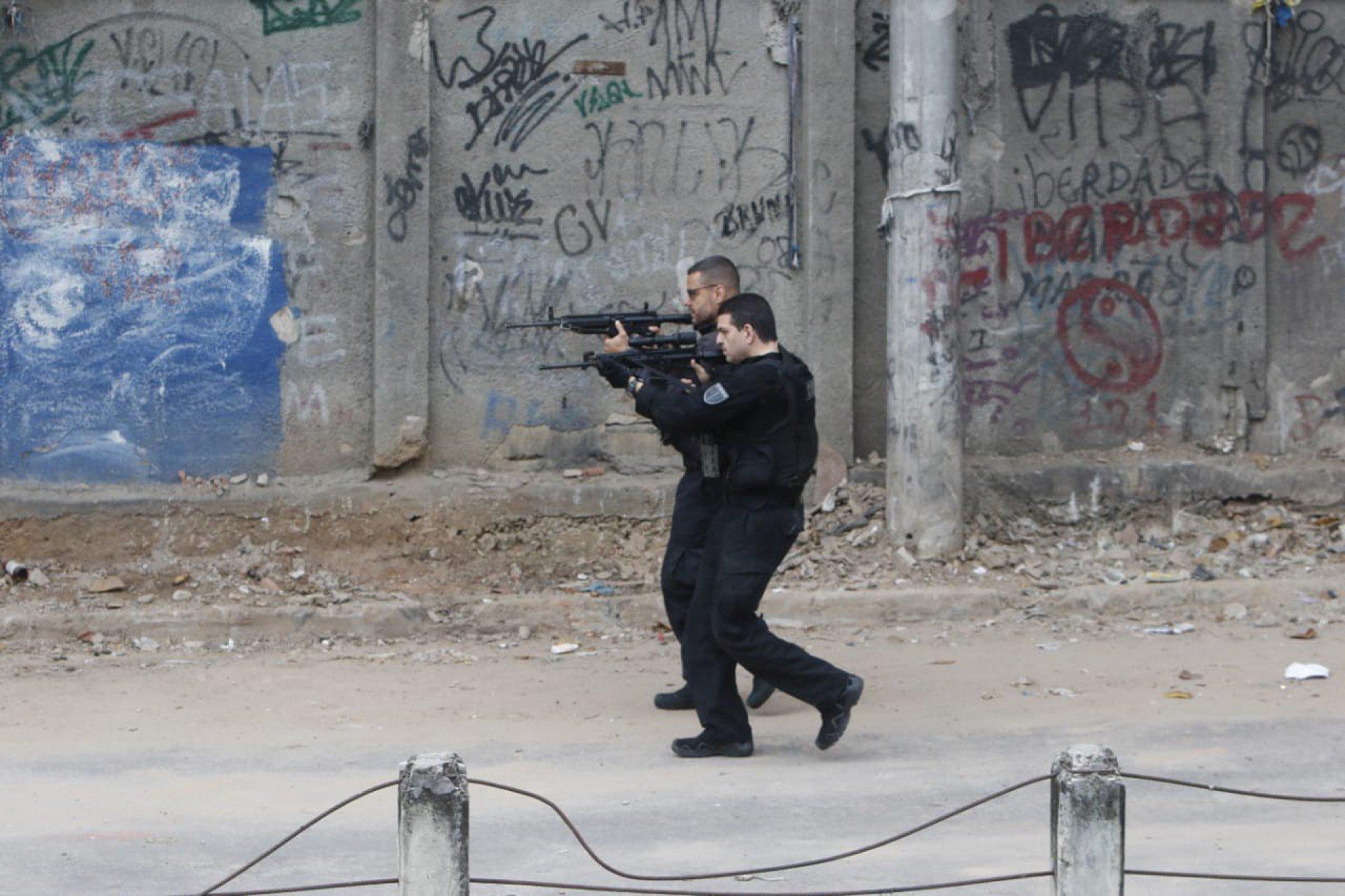 Policial civil morre durante operação no Jacarezinho