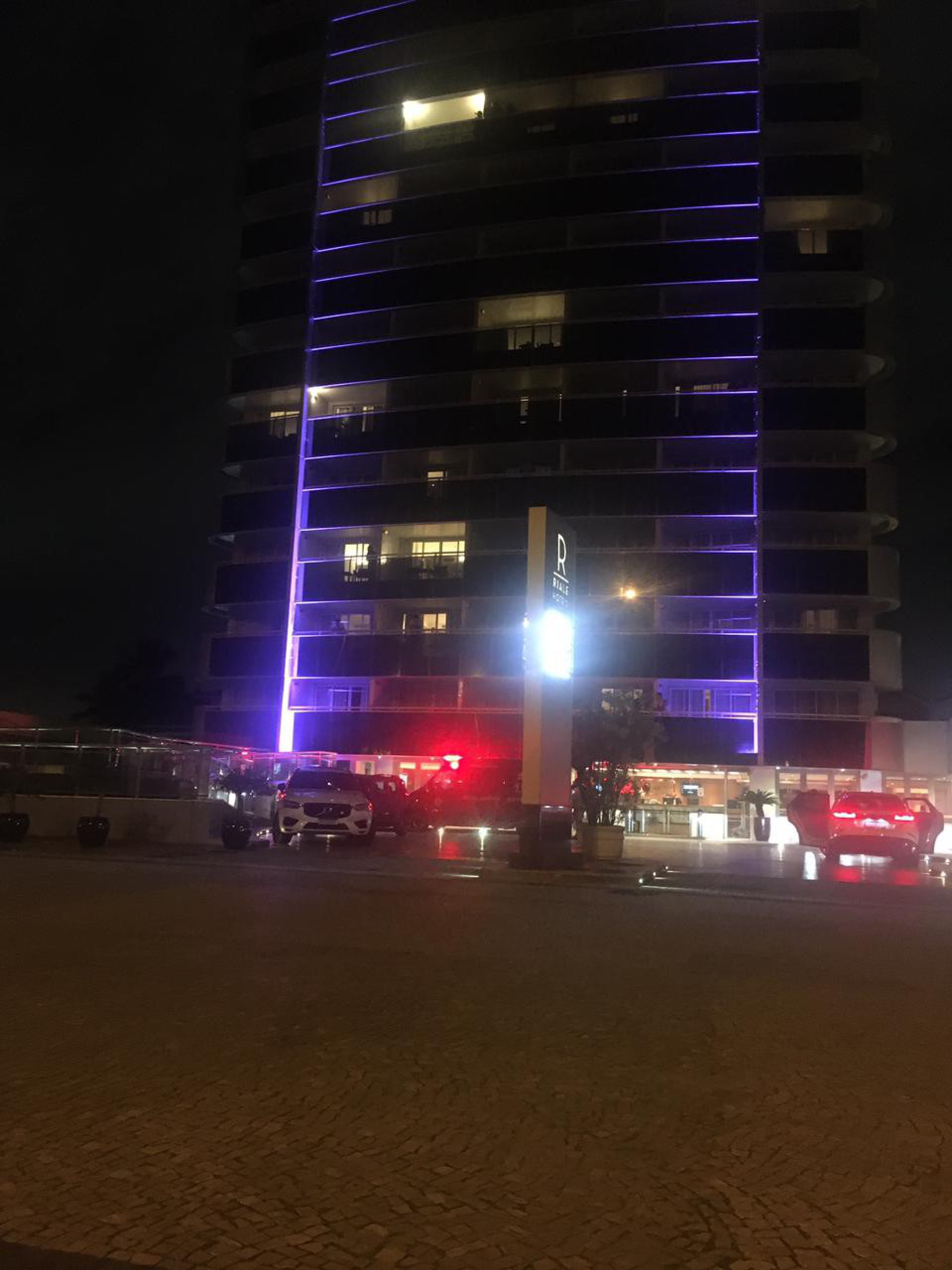 Ambulância chega a hotel na Barra - Luciano Belford