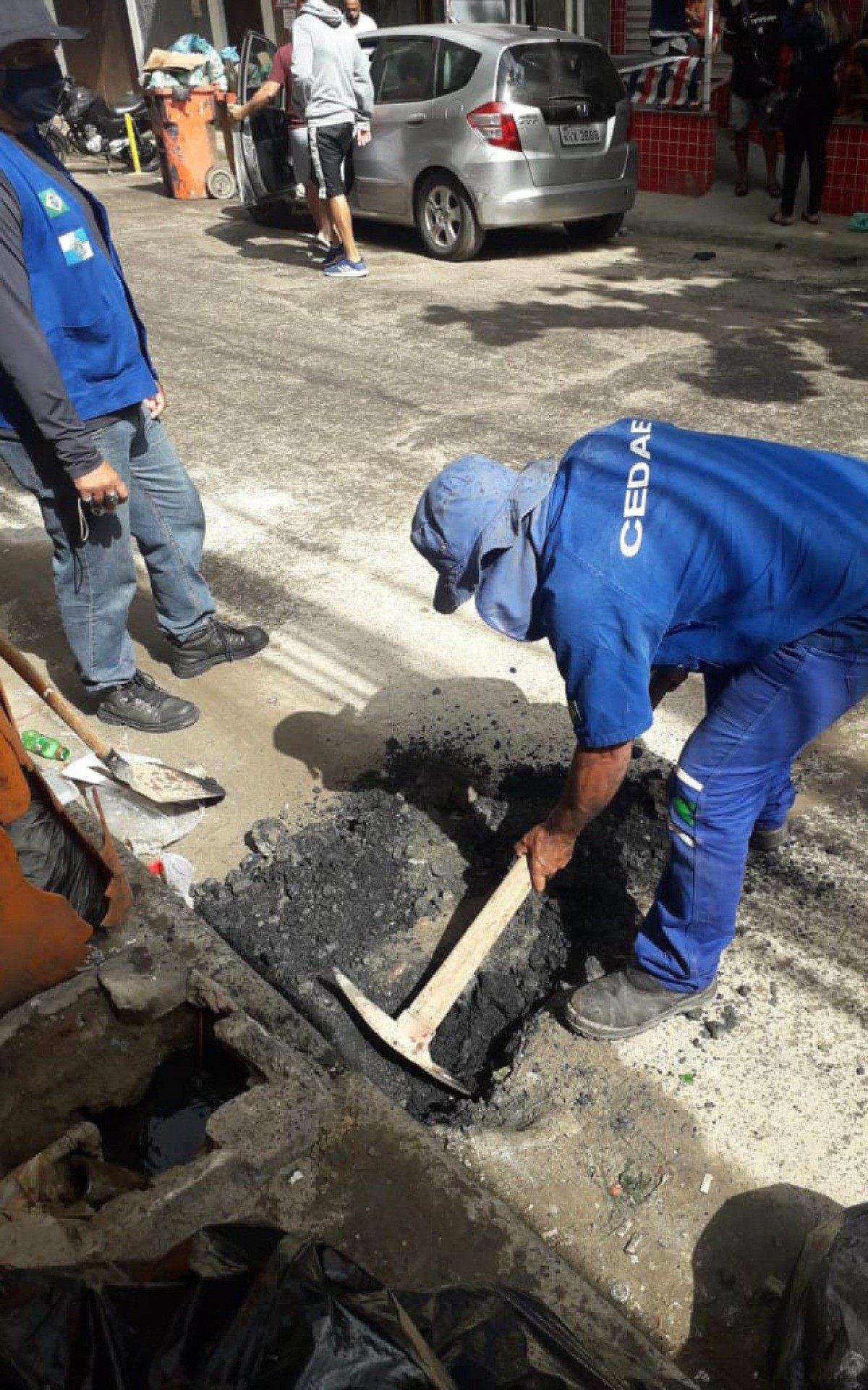 Cedae desfaz 15 ligações clandestinas em bairros da Zona Norte e Oeste |  Rio de Janeiro | O Dia