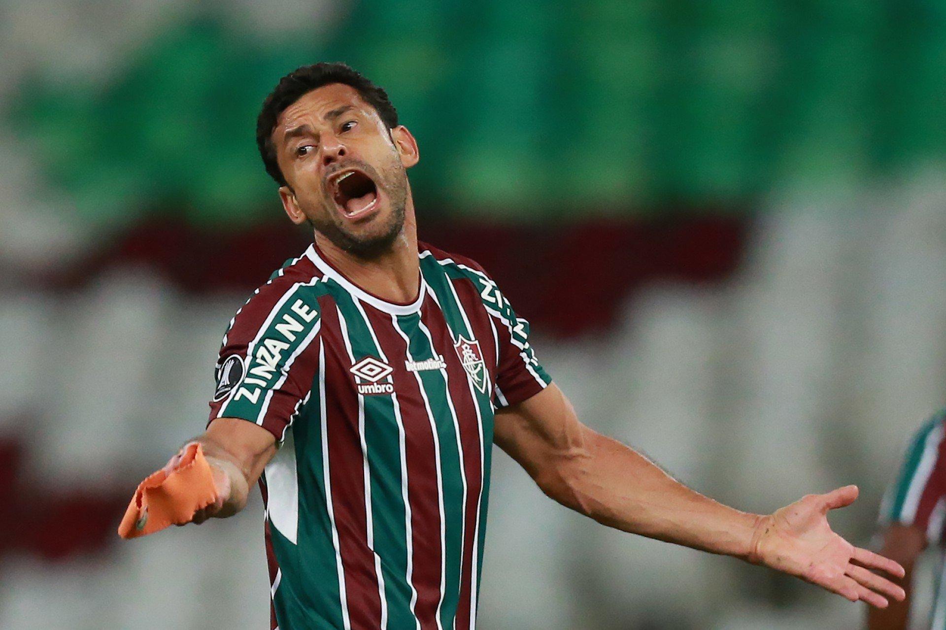 Ex-zagueiro do Vasco aponta Fred como atacante mais 'pipoqueiro' que enfrentou