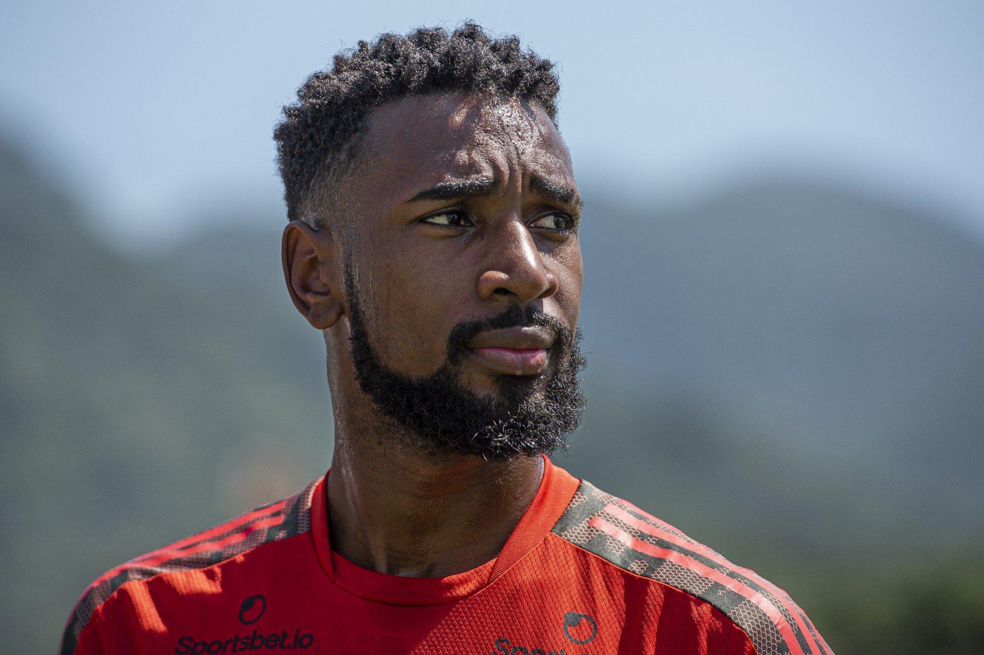 Ex-jogador do Flamengo, Gerson estaria vivendo crise de relacionamento na França, afirma jornal