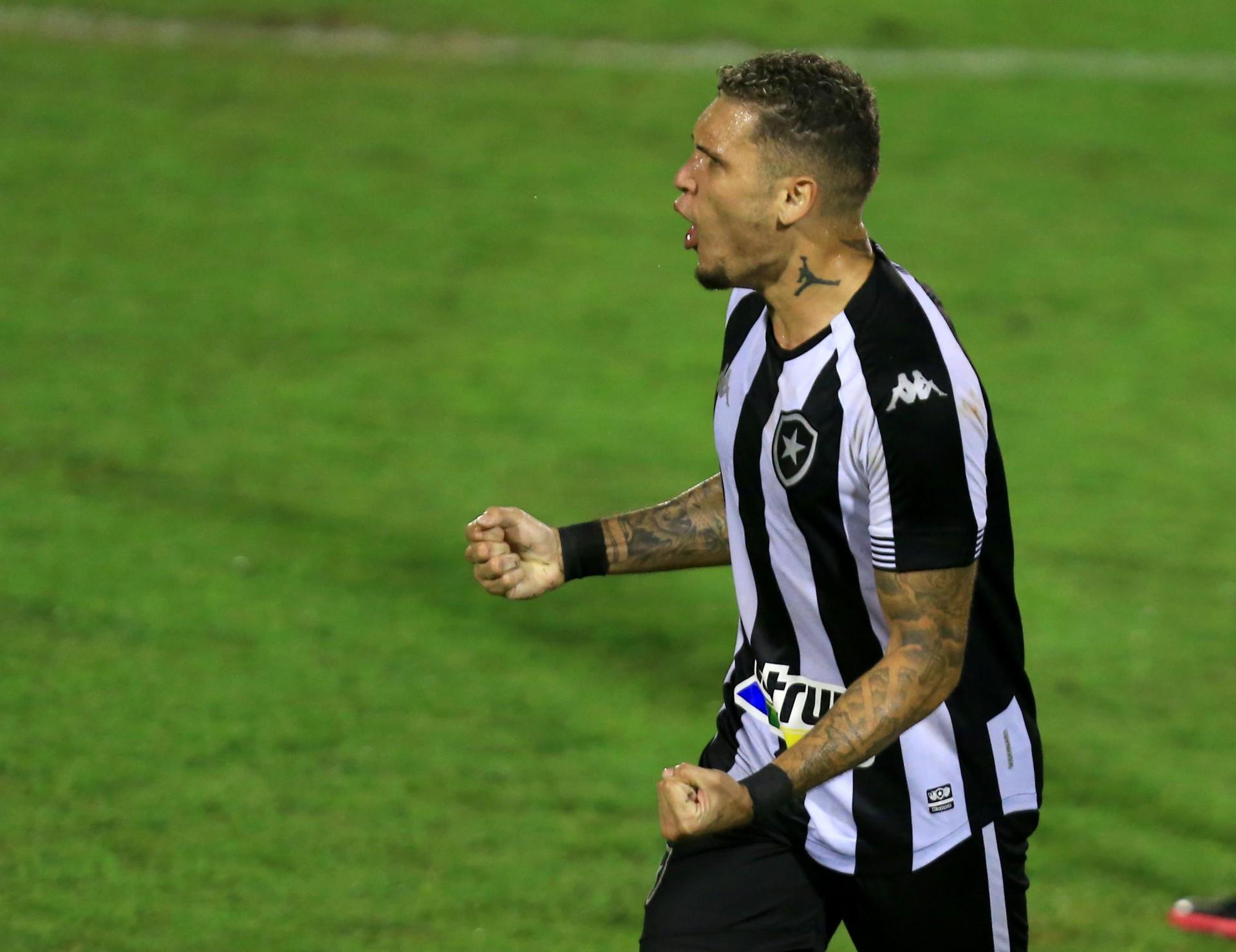 Após reunião com representantes, Navarro decide não renovar com o Botafogo
