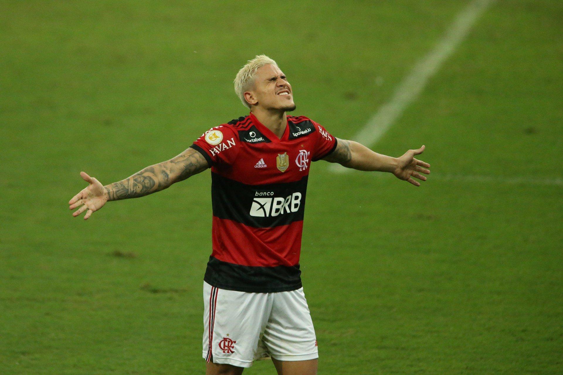 Pedro realiza cirurgia no joelho e inicia fisioterapia no Flamengo na quarta-feira