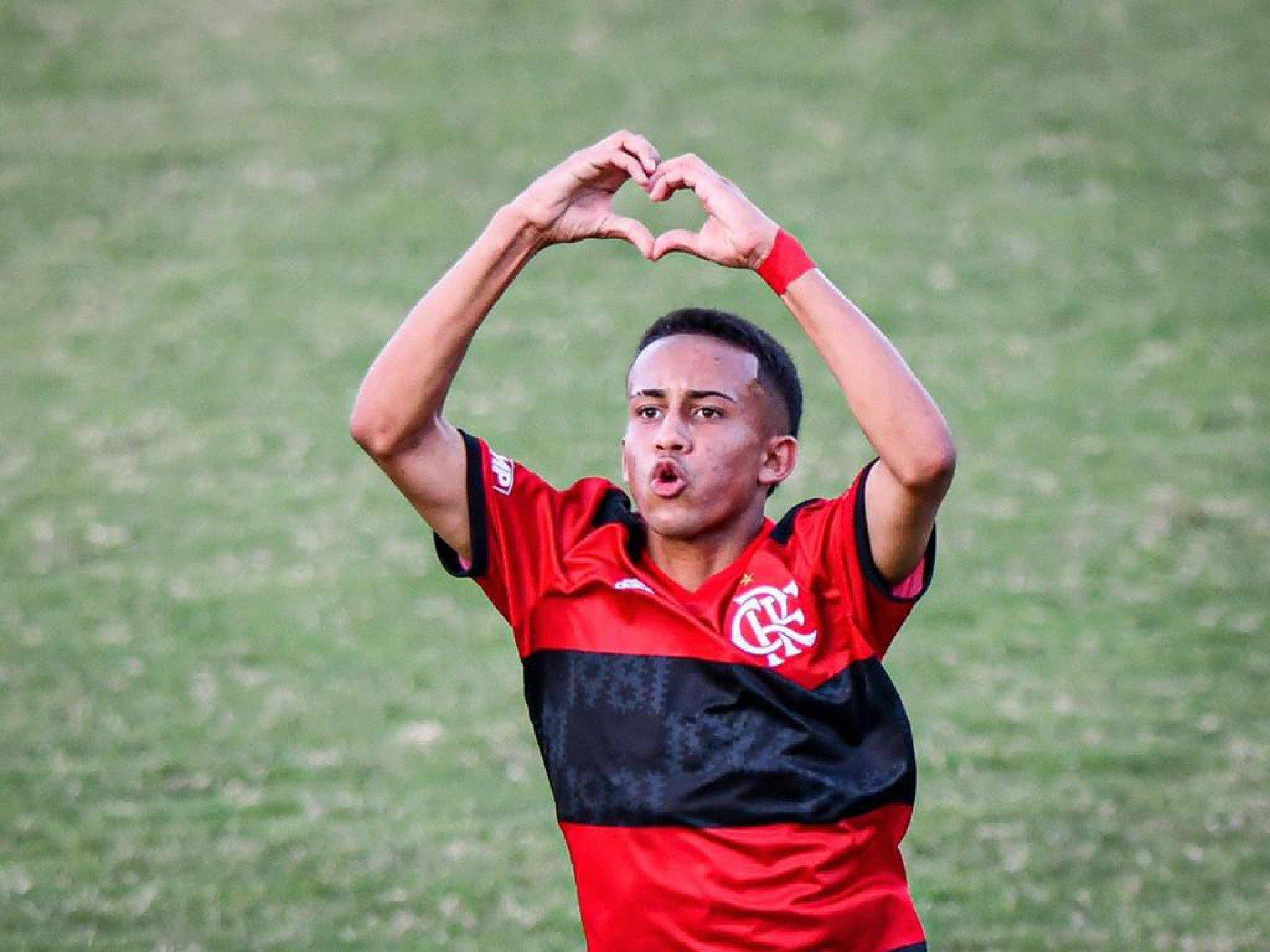 Joia do Flamengo alfineta Palmeiras: 'Não tem Mundial, apanha na base e no profissional'