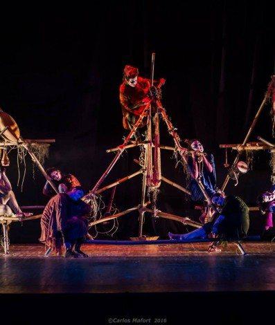 Companhia Arteira em Sonho de Uma Noite de Verão no Teatro Municipal de Nova Friburgo