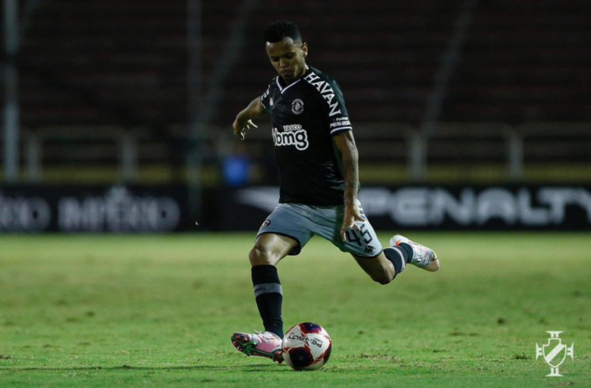 Lateral do Vasco encanta ex-atacante do Corinthians: 'Que qualidade'