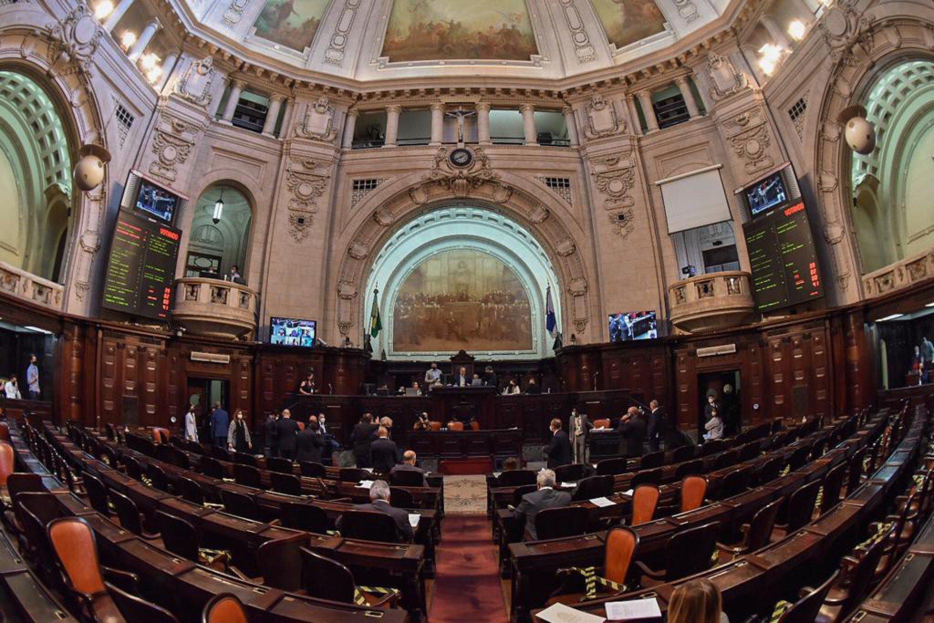 Deputados da Alerj querem derrubar vetos do governo a reajuste e concursos