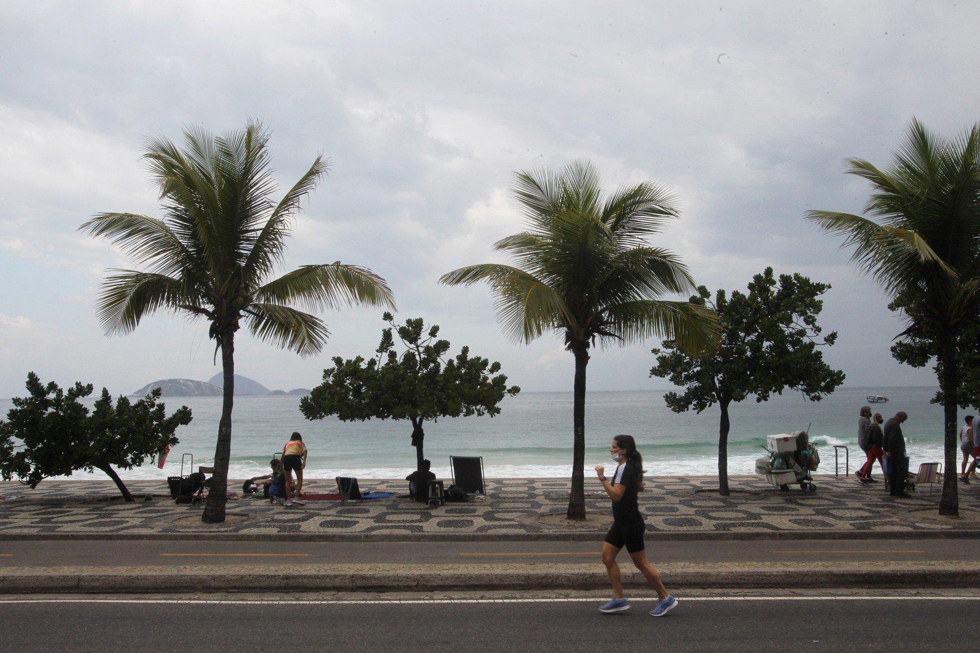 Rio tem previsão de céu nublado e registra chuva em pontos da cidade