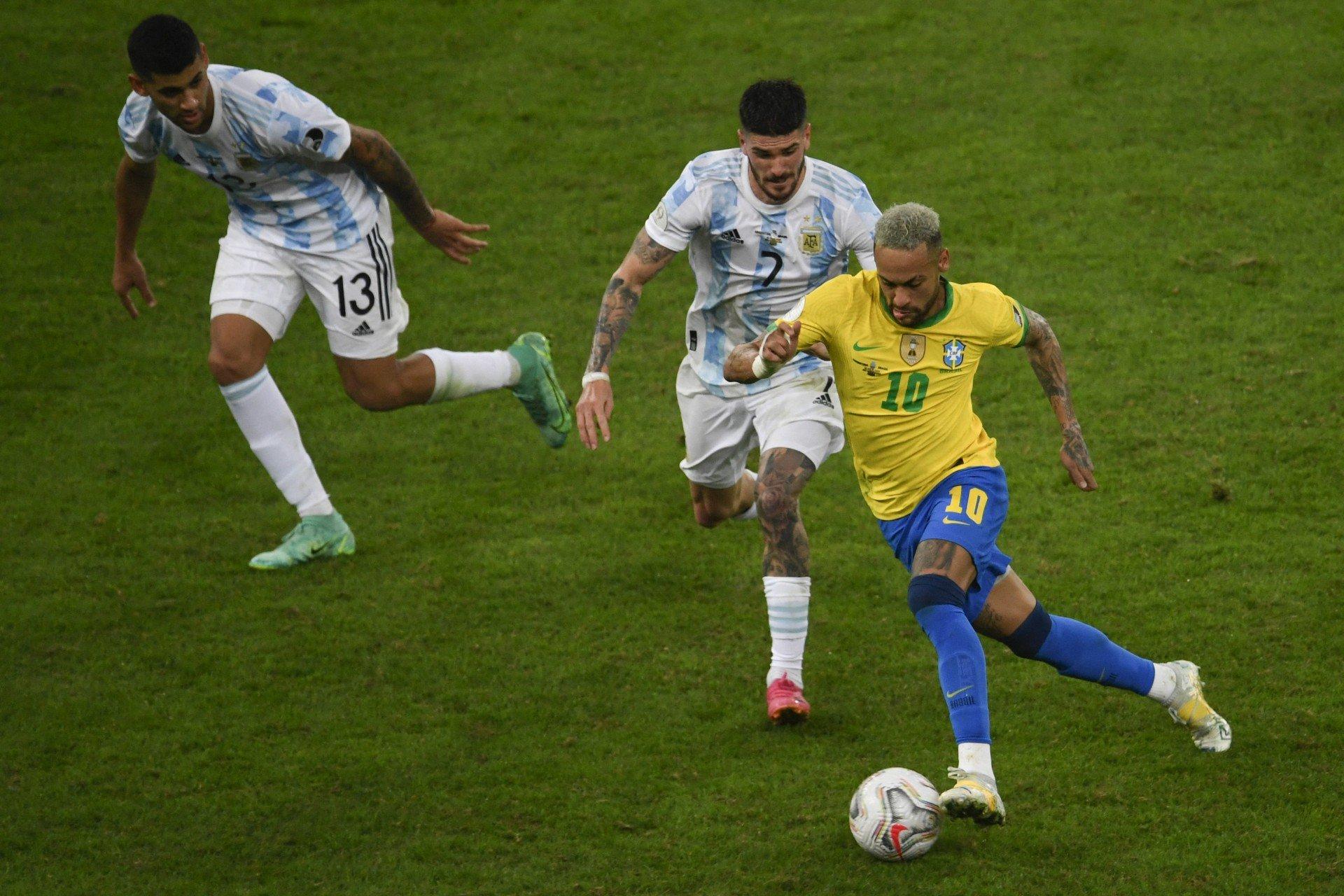 Horas antes de partida contra o Brasil, Anvisa pede que quatro jogadores da Argentina sejam deportados