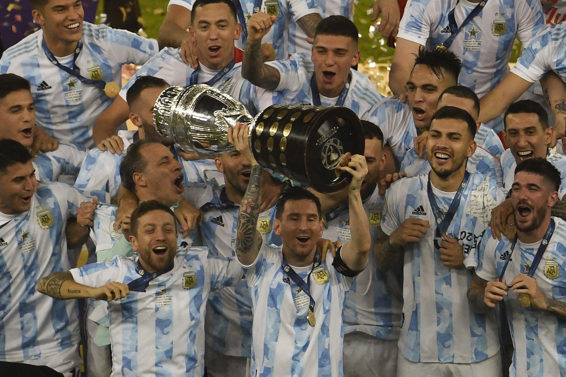 Jornal argentino brinca com brasileiros após vitórias em diferentes esportes: 'Procura-se um rival'