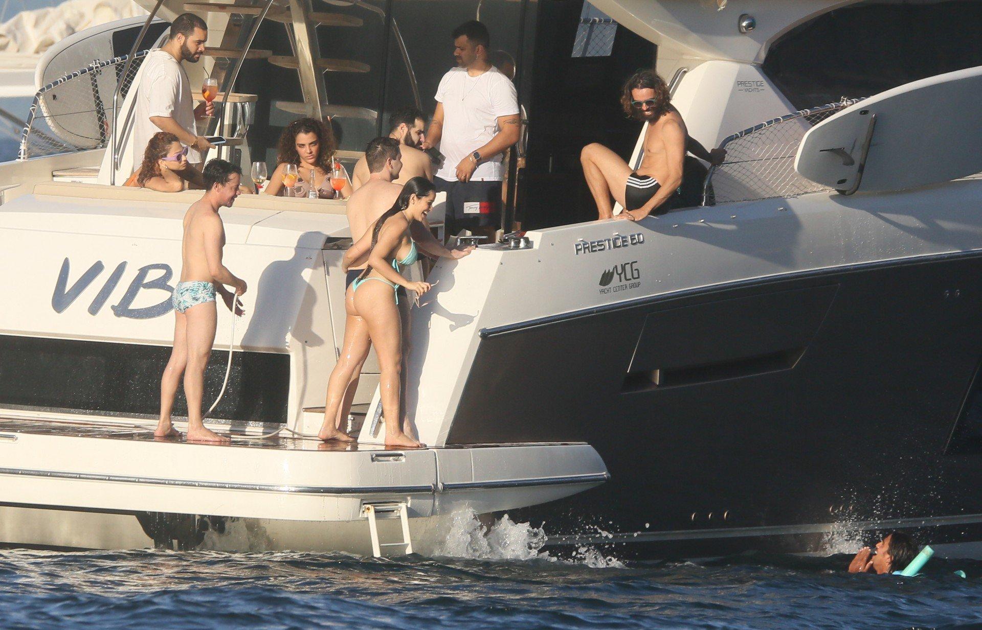 Juliette é flagrada em clima de intimidade com o ex de Anitta em passeio de barco - Agnews