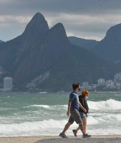 Marinha do Brasil emitiu alerta sobre ressaca, com ondas de 2,5 a 3 metros