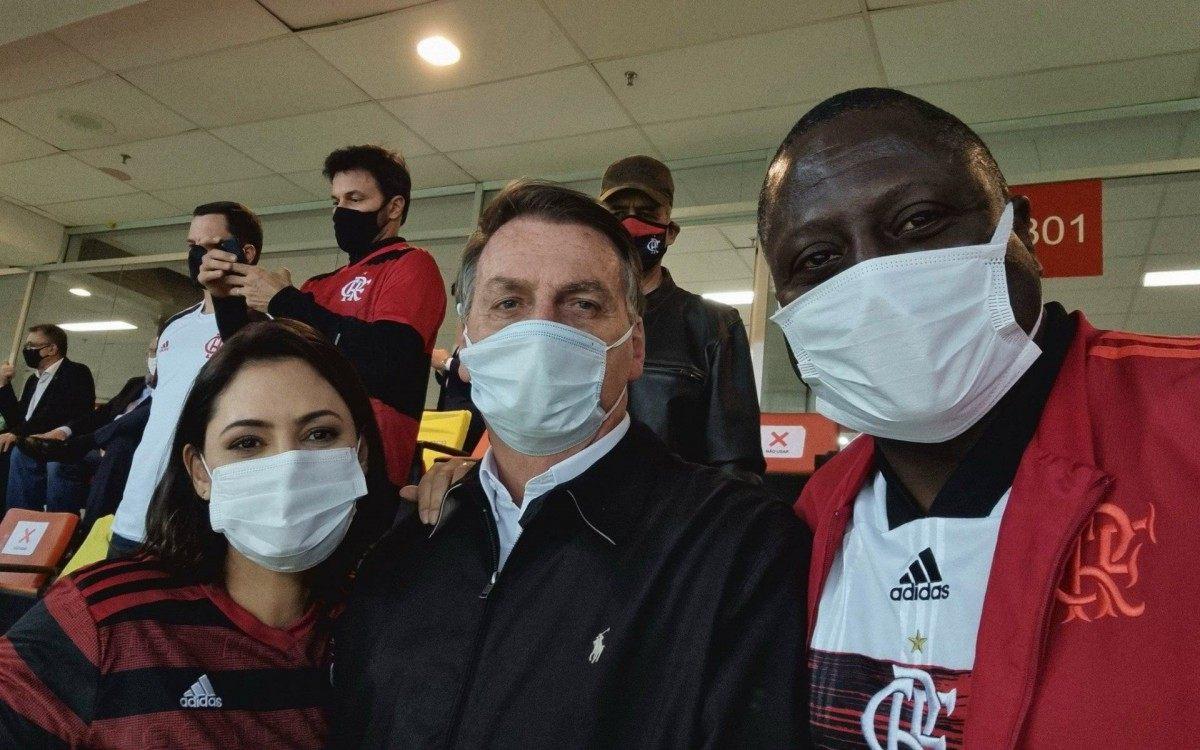 Presidente Jair Bolsonaro marca presença em jogo do Flamengo no estádio Mané Garrincha