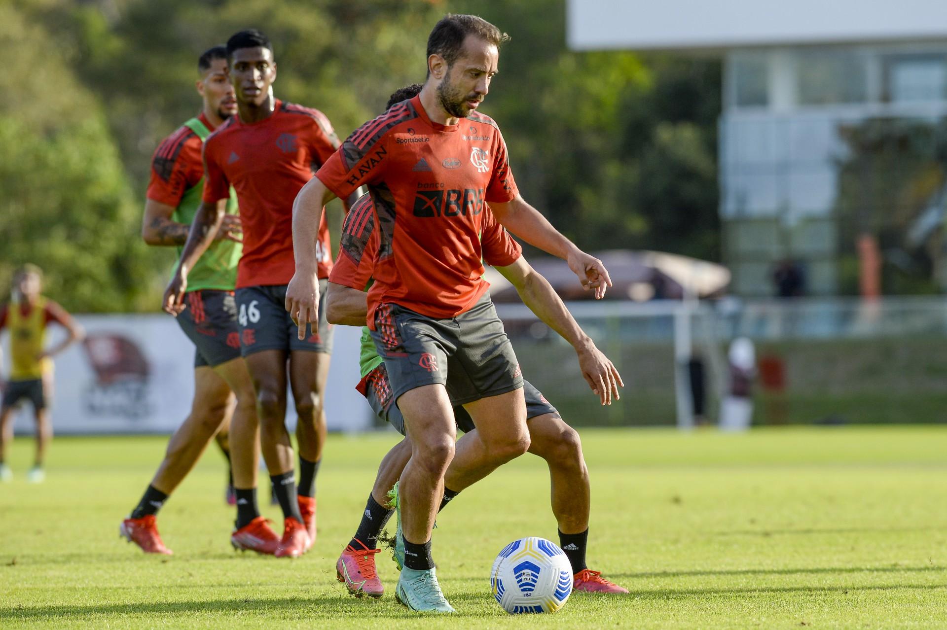 Everton Ribeiro convoca torcedores do Flamengo para jogo da Copa do Brasil