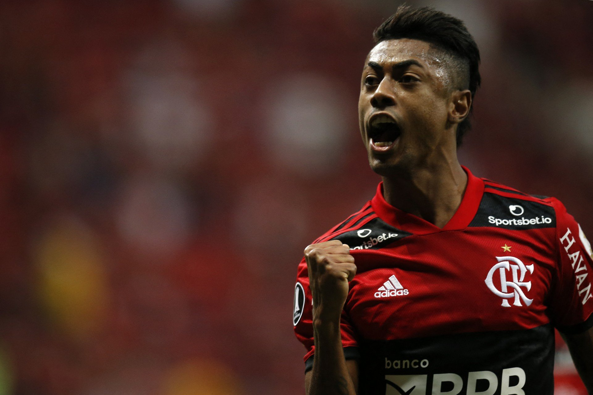 Bruno Henrique treina em campo no Ninho do Urubu, mas ainda é dúvida contra o Palmeiras