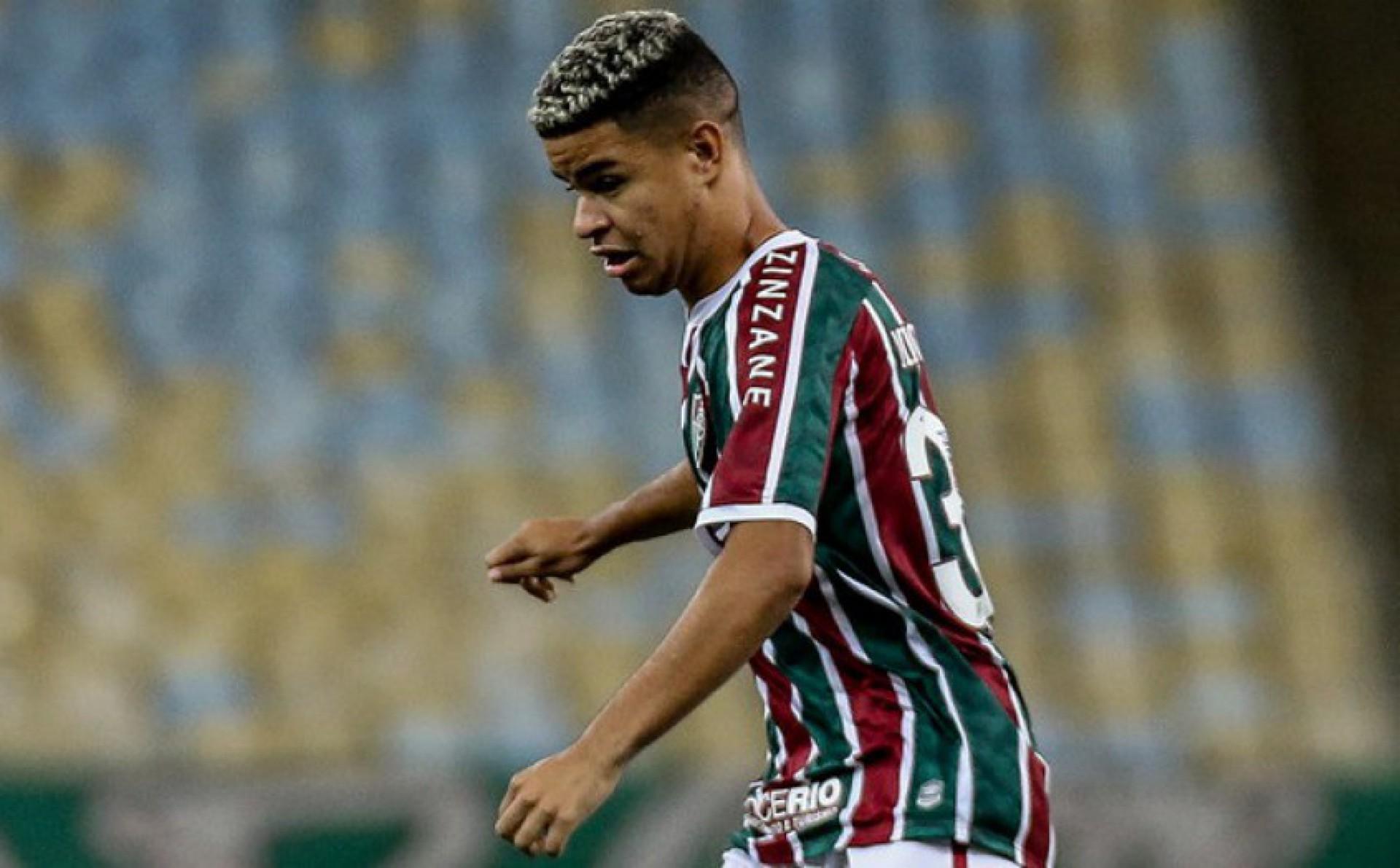 Clube da Série A mira contratação de ex-meia do Fluminense
