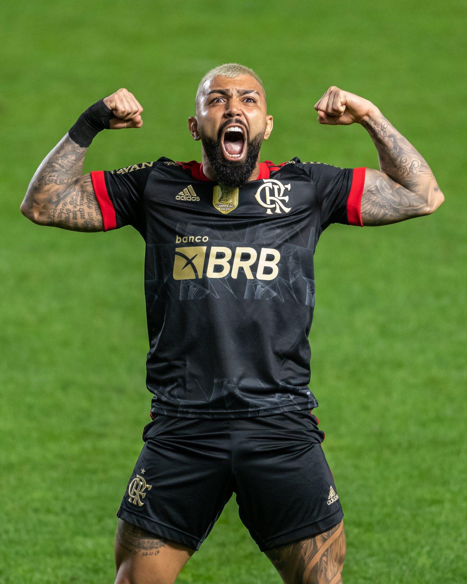 Gabigol brilha, Andreas Pereira marca em sua estreia, e Flamengo atropela o Santos na Vila Belmiro