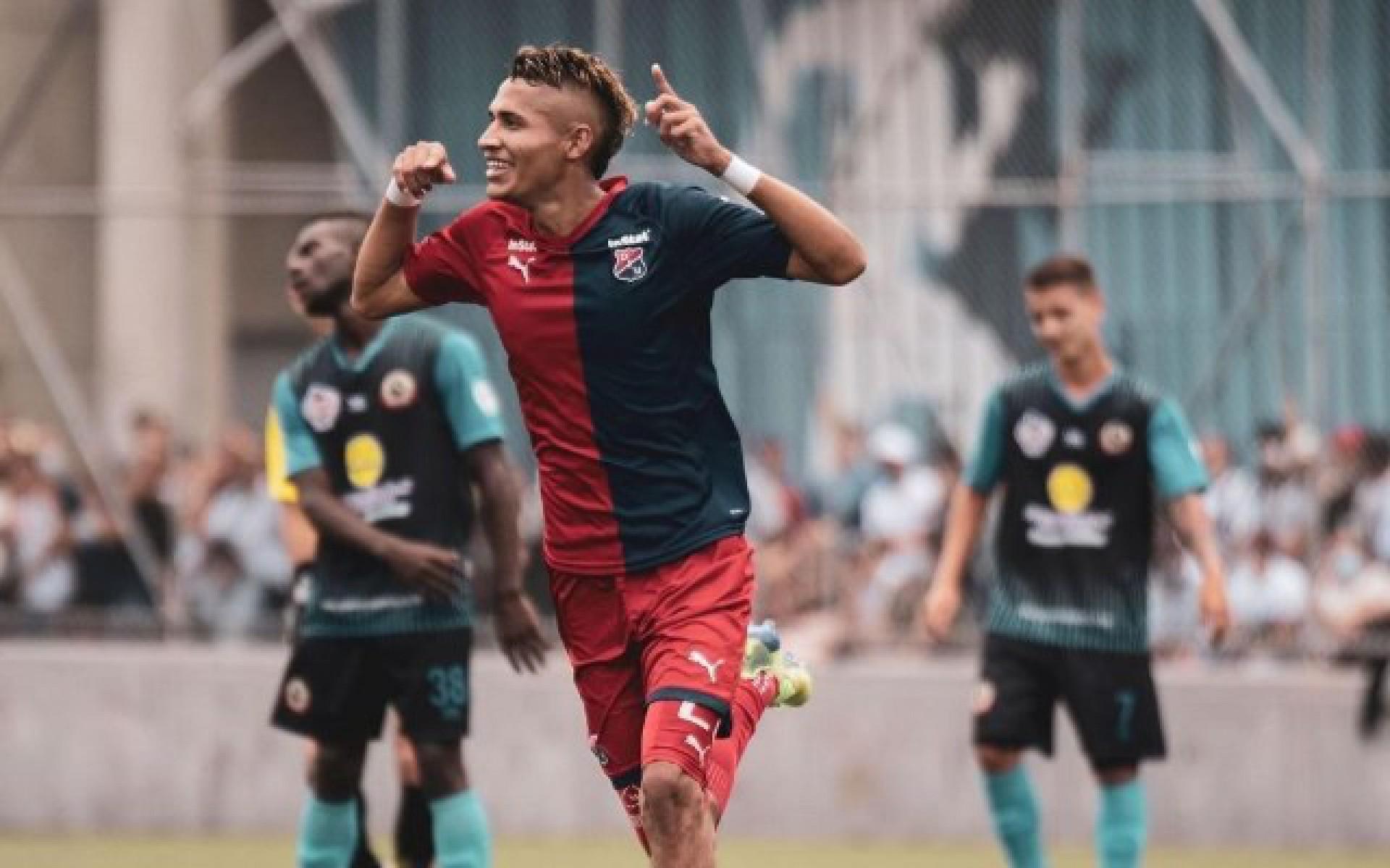 Após chegada de Kenedy, Flamengo fecha a contratação de mais um atacante