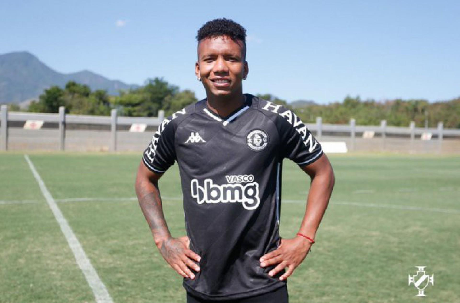 Jhon Sánchez exalta o Vasco em apresentação: 'Maior clube do Brasil'