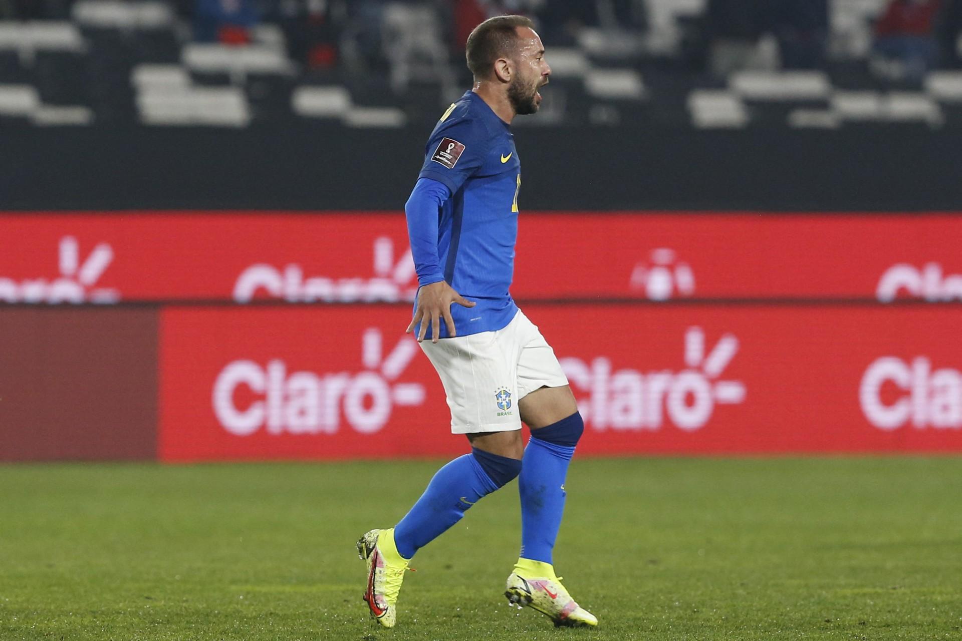 Decisivo na vitória da Seleção, Everton Ribeiro comemora sequência positiva: 'Marca para a história'