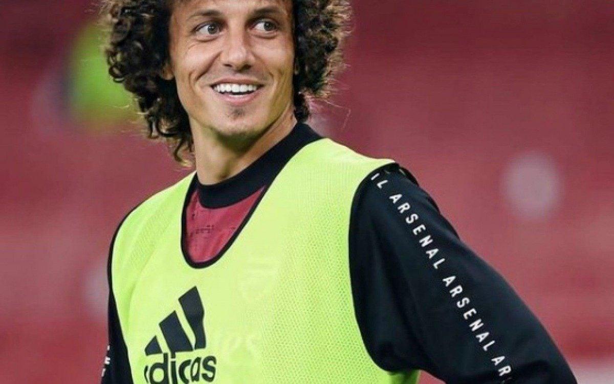 Na mira do Fla, David Luiz desmente rumores de acerto com clube italiano: Cada dia um mentiroso diferente