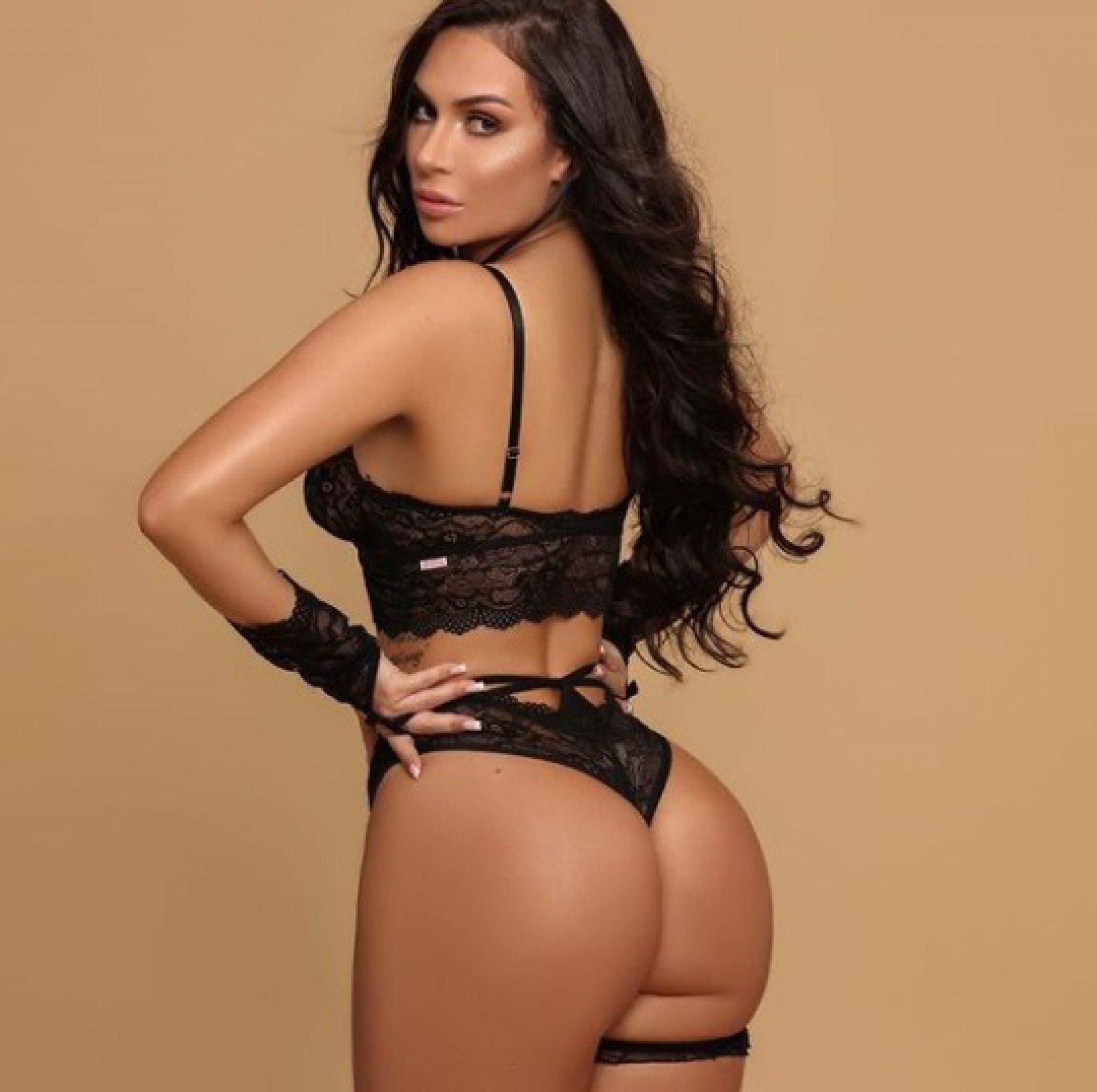Manuela Santy exibe um corpo impressionante - Reprodução