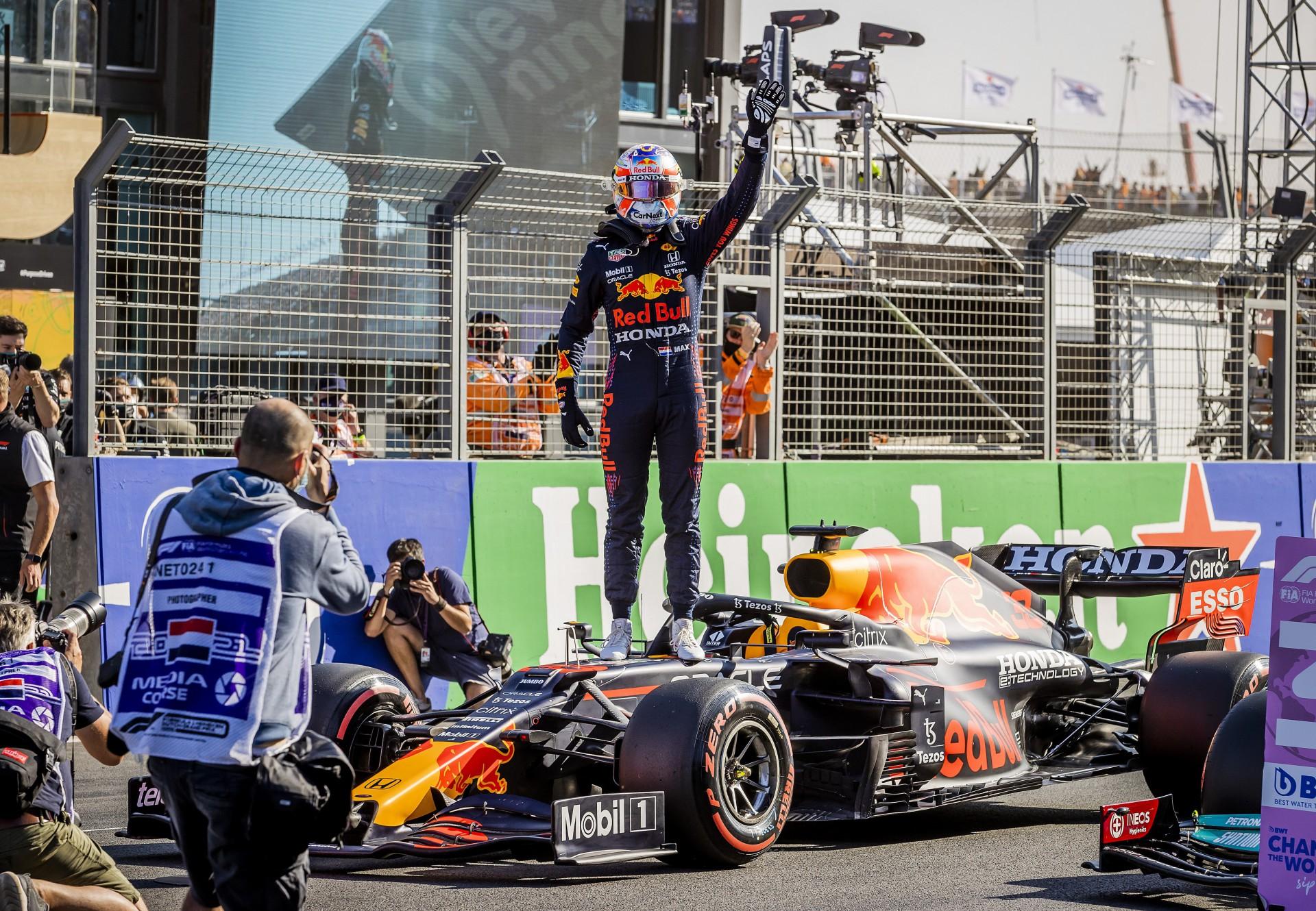 Com bela festa, Verstappen crava pole na Holanda e pode voltar à liderança da F-1
