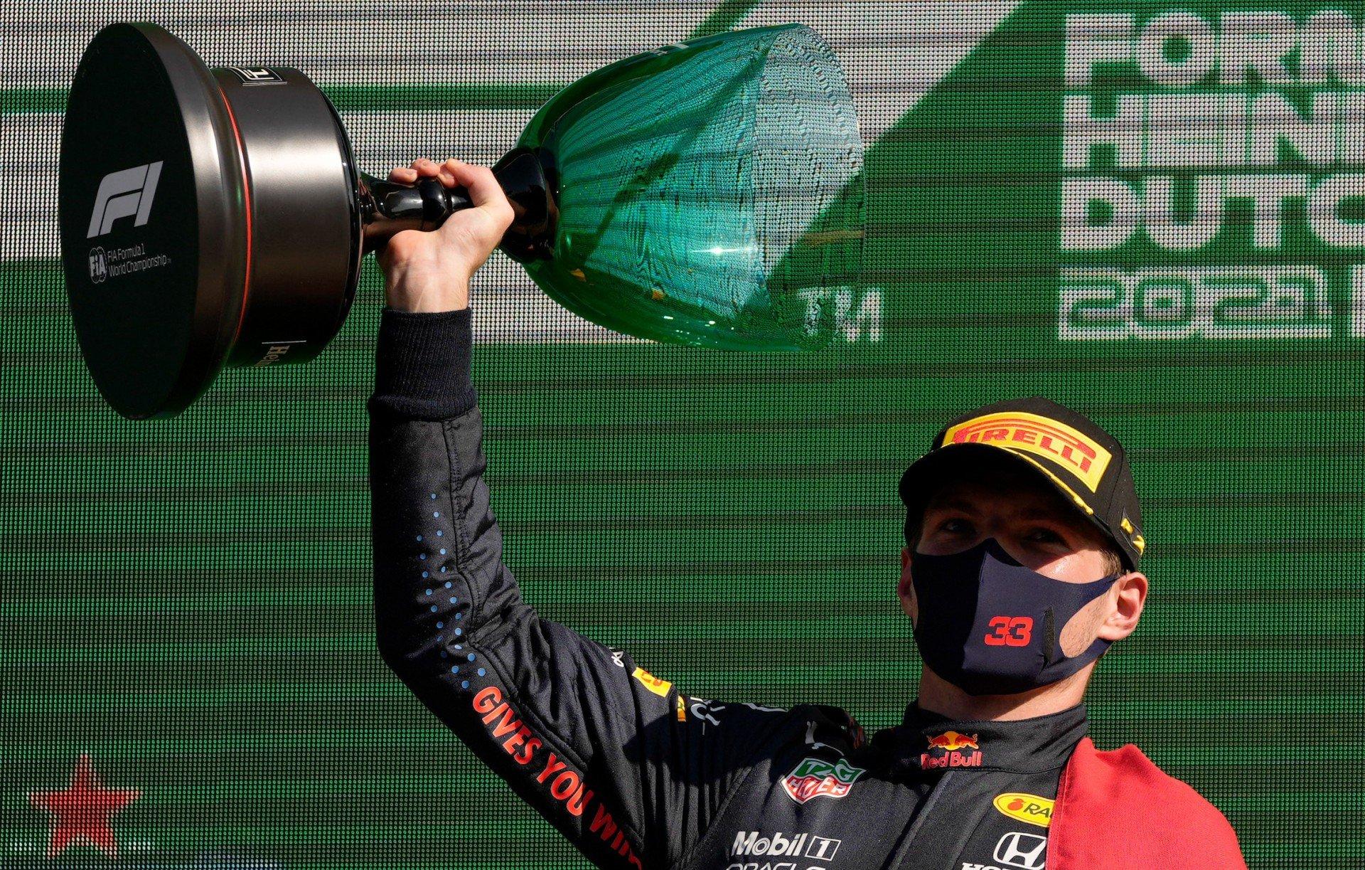 Verstappen vence na Holanda e assume liderança da F1