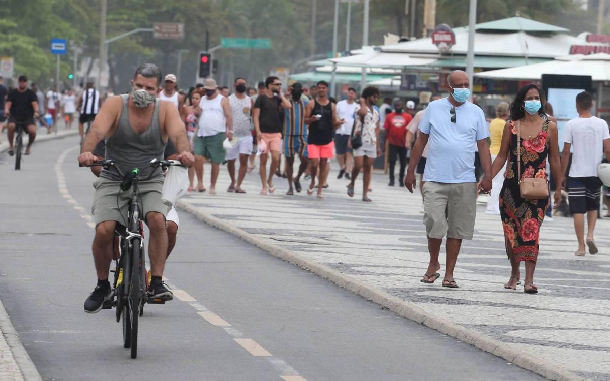 Rio,05/09/2021 -COPACABANA - Praia,movimentacao no caldadao de Copacabana . Na foto, muitas pessoas na rua e no calcadao de Copacabana.Foto: Cleber Mendes/Agência O Dia