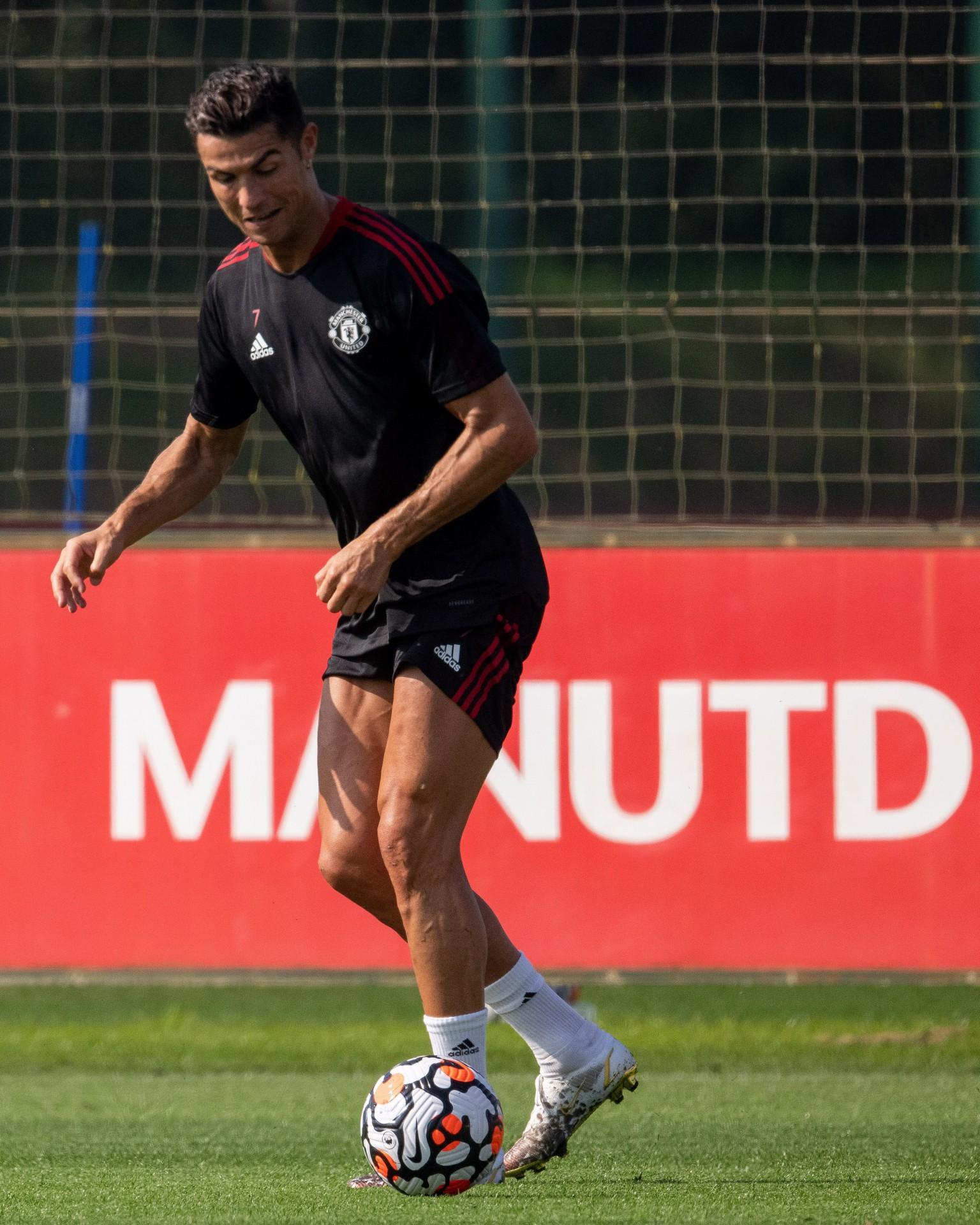 Cristiano Ronaldo faz 1° treino no Manchester United para a estreia de sábado
