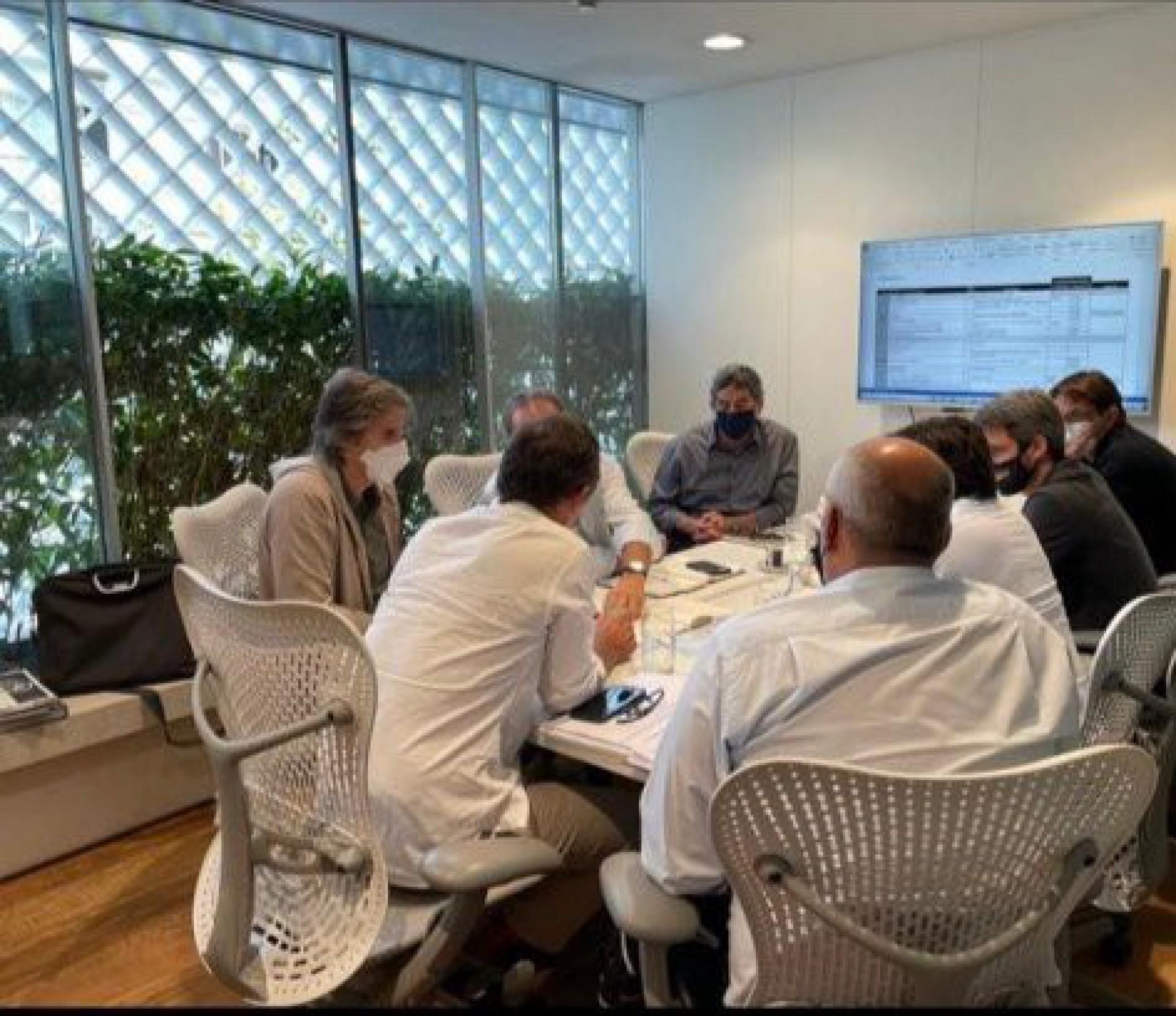 Botafogo se reúne com irmãos Moreira Salles por avanços na construção do novo CT