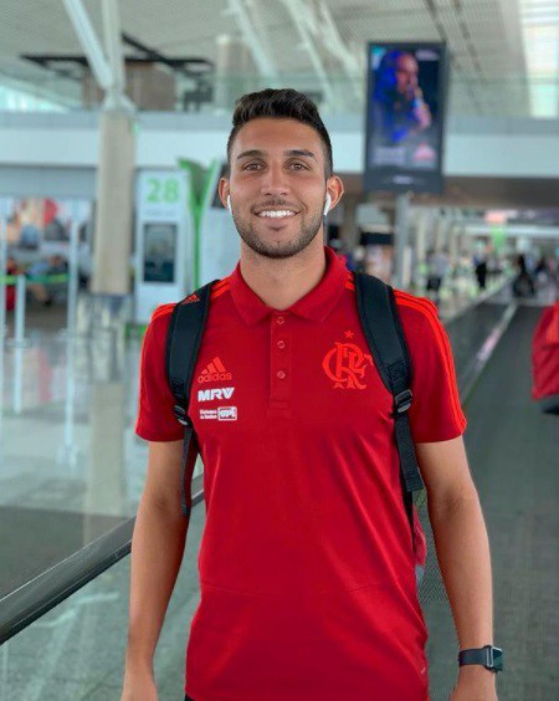 Ex-jogador do Flamengo é baleado após confusão em boate