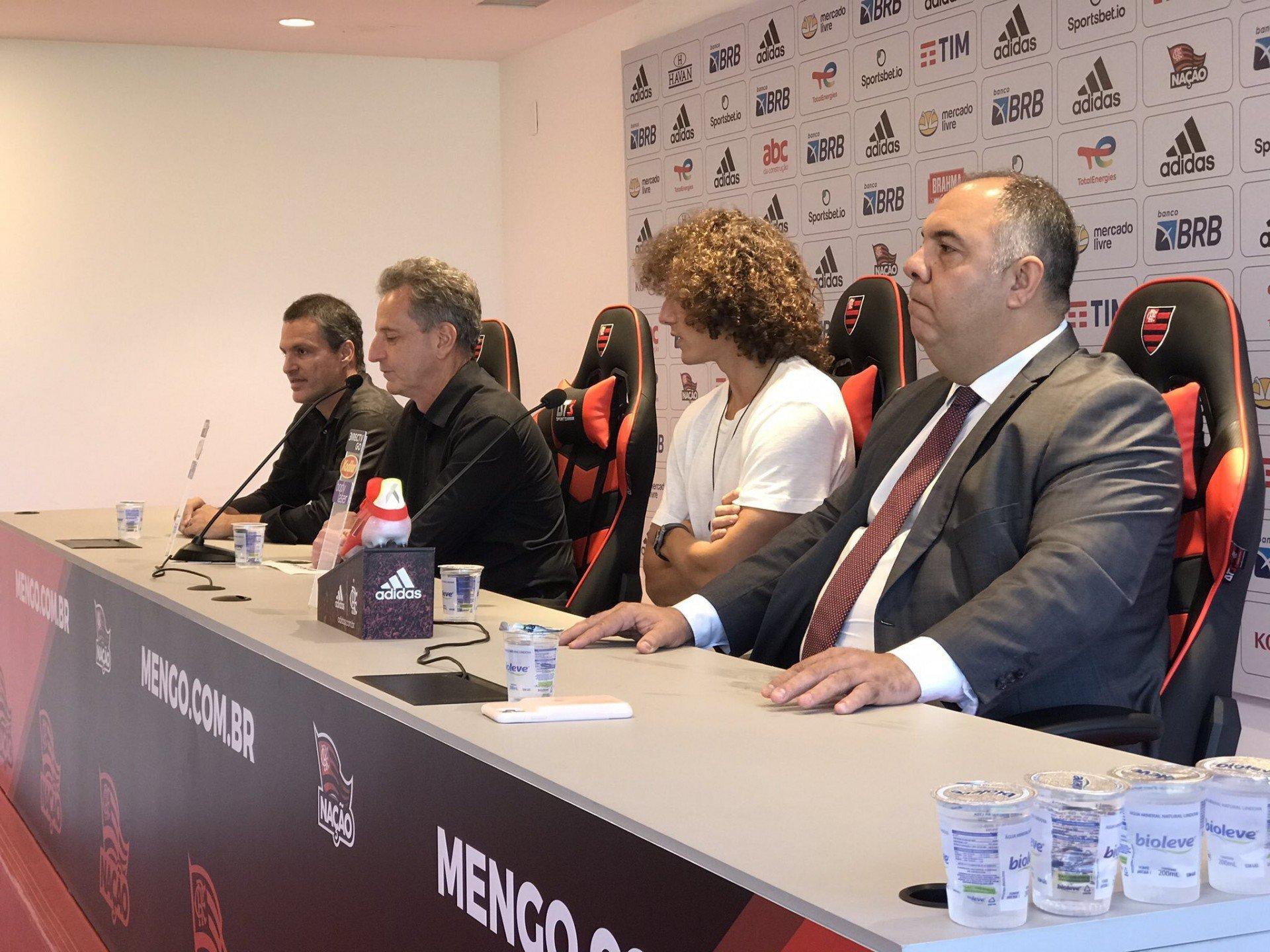 Presidente do Flamengo dá 'aviso' à David Luiz em apresentação: 'vai ter que ser campeão aqui também'