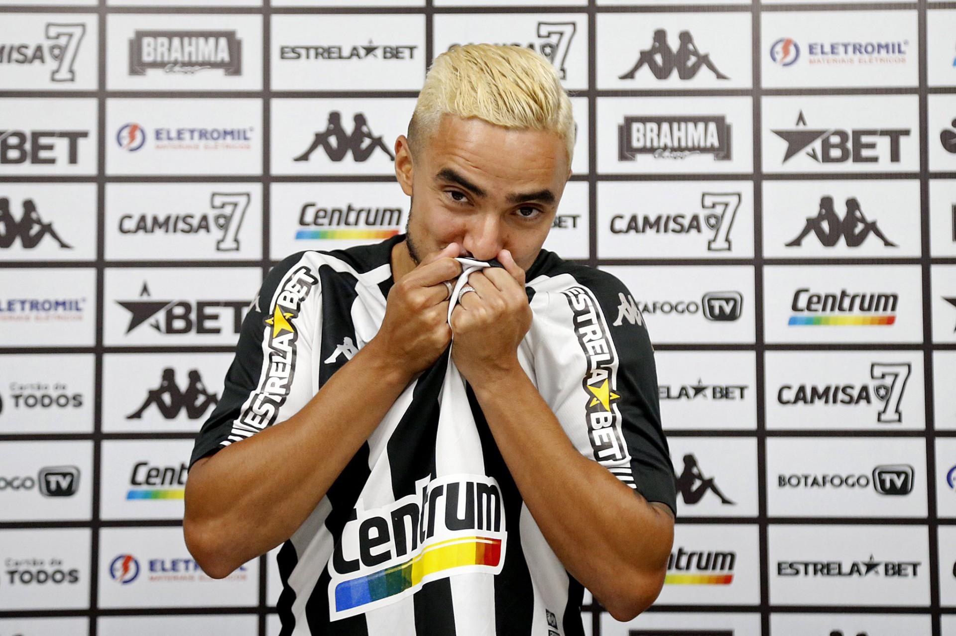 Sonho antecipado? Rafael revela que pensava em jogar pelo Botafogo somente em 2022: 'Promessa cumprida'