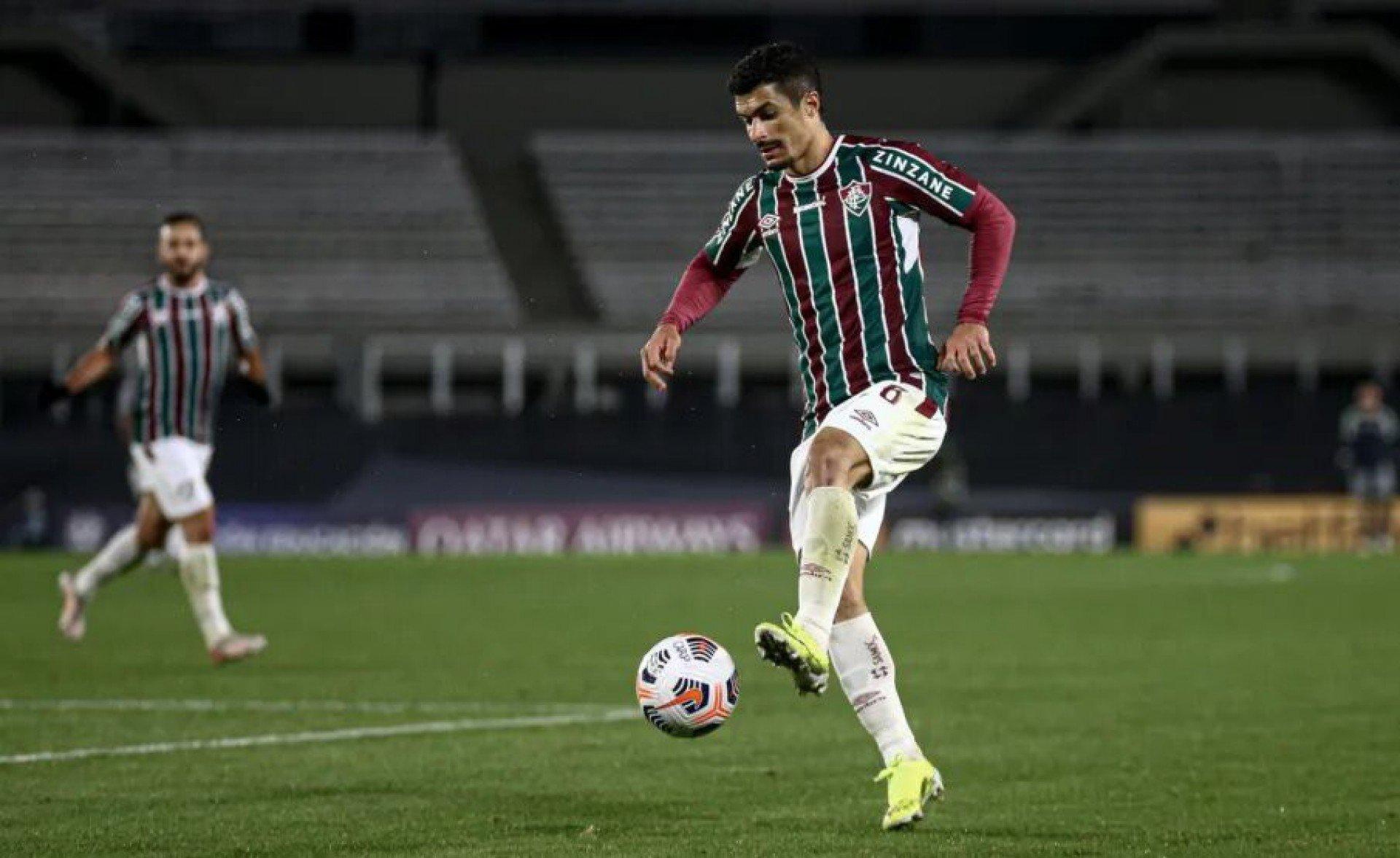 Fluminense mapeia o mercado em busca de lateral-esquerdo